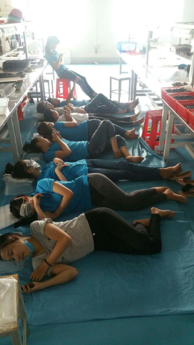 Sieste au travail_Vietnam_lemonandjuice