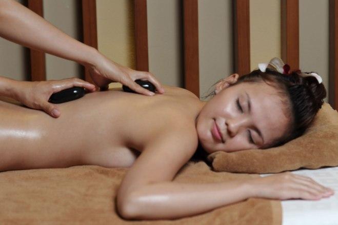massage Pierres chaudes_Muoc huong spa_ho chi minh_lemonandjuice.jpg