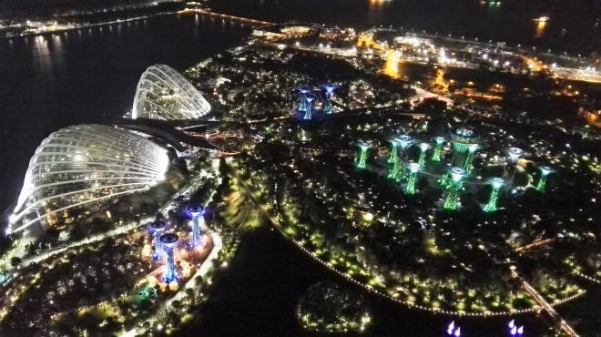 Vue de nuit, du haut du Marina Bay Sands Singapour