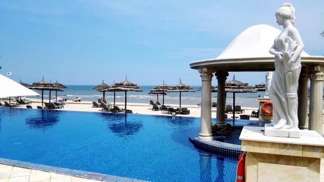 La piscine de l'hôtel Imperial à Vung Tau, accès direct à la plage, Vung Tau