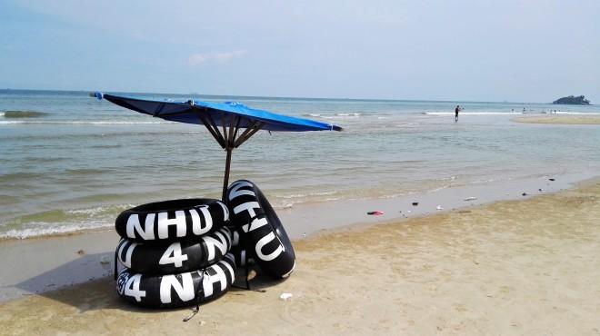 Une partie de la plage publique à Vung Tau, loueur de bouées, Vietnam
