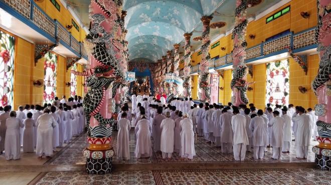 Temple Cao Dai Vietnam Lemonandjuice (7).jpg