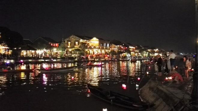 La rivière de Hoi An et ses illuminations, Vietnam