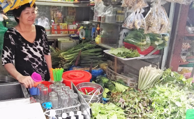 Food tour infusion aux herbes Saigon Vietnam