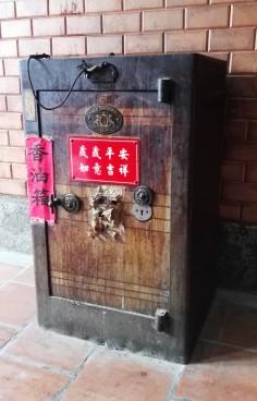Magnifique coffre de la pagode Ong Bon