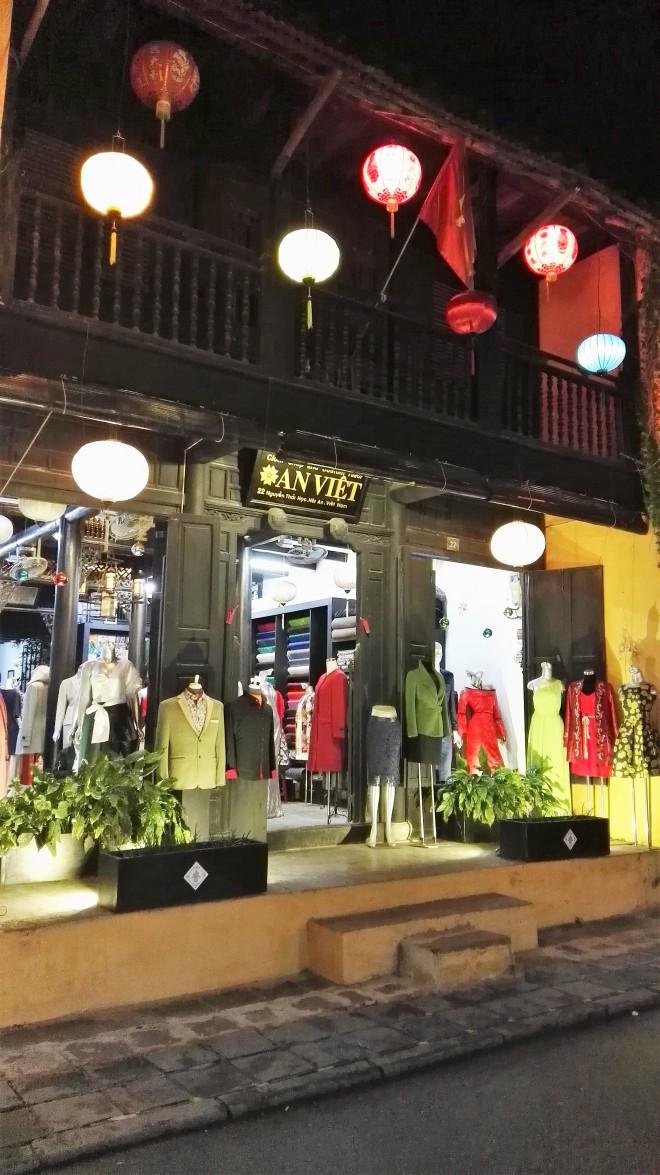 Tailleur de Hoi An, centre du Vietnam