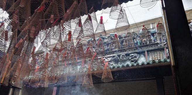 Encens au temple de Bà Thiên Hậu