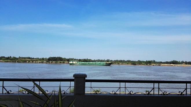 La rivière depuis riverside et le blu restaurant and cafe Thao Dien Saigon D2