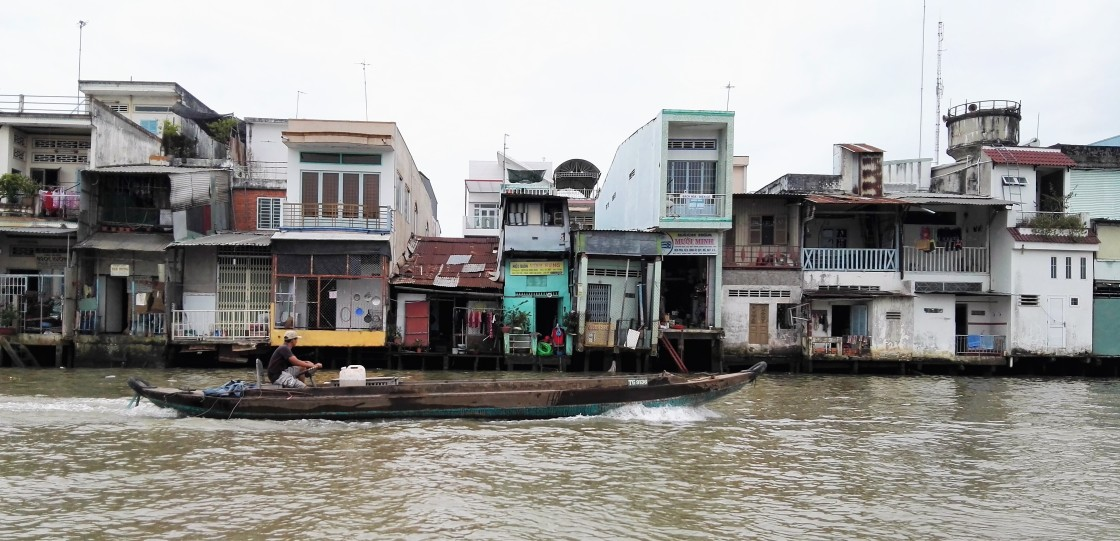 Maisons sur le bord du Mekong Vietnam