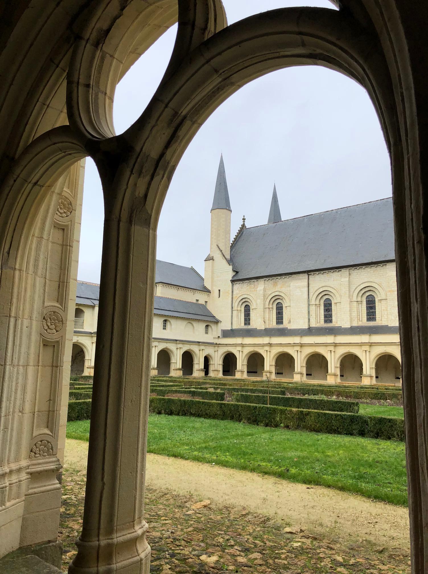 Abbaye de Fontevraud (2).jpg