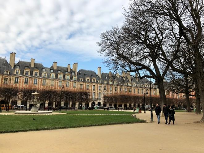 Place des Vosges (1).JPG